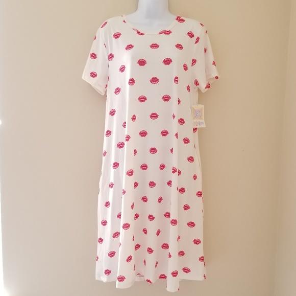 LuLaRoe Dresses & Skirts - LuLaRoe Jessie Dress White With Red Kisses Large